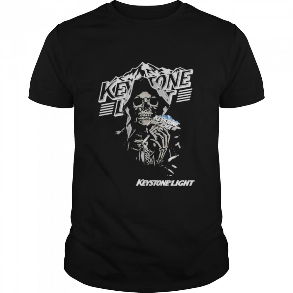 Skull Holding Keystone Light Logo  Classic Men's T-shirt