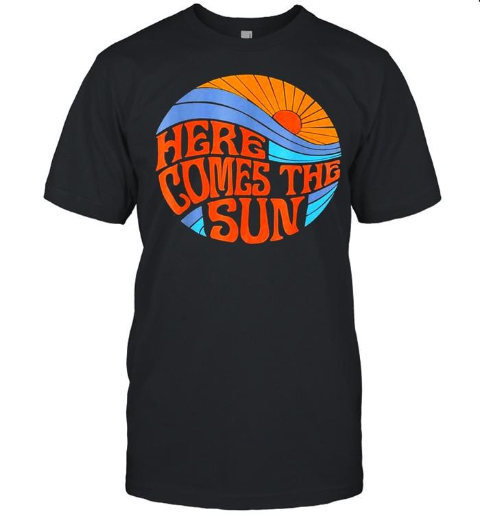 Here comes the sun vintage classic shirt Classic Men's T-shirt