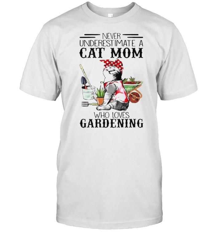 Never underestimate a cat mom who loves gardening shirt Classic Men's T-shirt