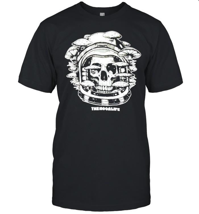 Shrooms of doom the moon life shirt Classic Men's T-shirt